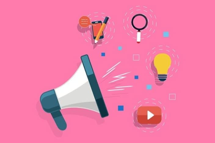 social-media-marketing-photo-showing-a-bullhorn-and-a-light-bulb